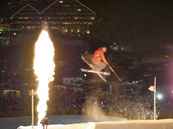 Die Freestyler zeigen bei spektakulären Stunts ihr Können.