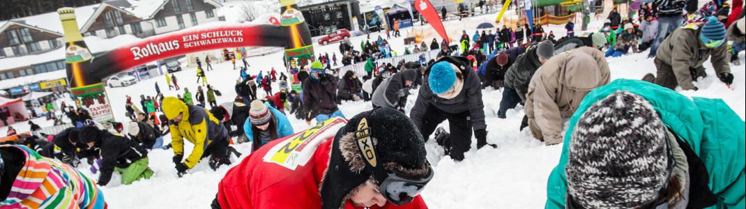 Bis zu 999 Schatzsucher buddeln gleichzeitig im Schnee.