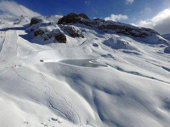 Der Speicherteich Viderböden soll einen Nutzinhalt von rund 52.000 m³ Wasser bekommen und als Zentrale der Beschneiungsanlage des Ischgler Skigebietes fungieren.