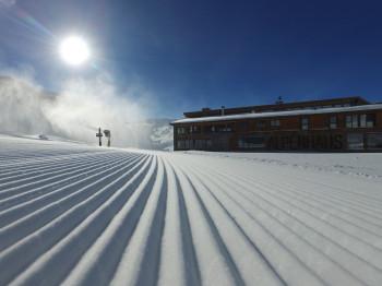 Perfekte Pistenbedingungen warten zum Saisonstart in Ischgl auf die Skifahrer.
