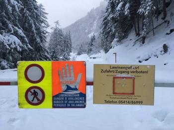 Über 300 Straßen in Bayern und Österreich sind derzeit gesperrt wegen Lawinengefahr und Baumbruch. Darunter auch das Talende im Pitztal.