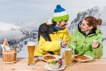 Südtiroler Spezialitäten kannst du auf den drei Hütten im Skigebiet probieren.