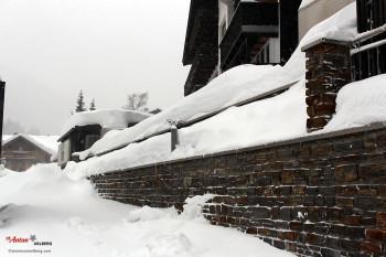 Auch in St. Anton am Arlberg türmen sich die Schneemassen.