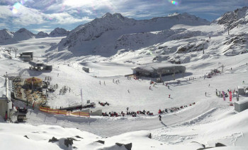A snowy winter dream currently on the Pitztal glacier. Monday is the last opening day here.