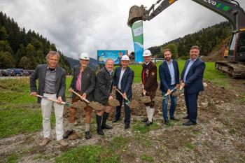 Spatenstich in Viehhofen im September 2018: Bis Dezember 2019 sollen die neue Bahn und die Talstation in Viehhofen fertig sein.