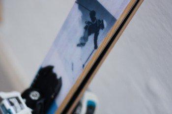 Auch unser Skigebiete-Test.de-Ski hat einen Holzkern.