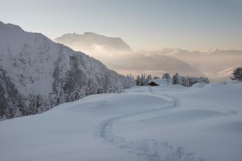 Auf den Winterwanderwegen zeigt sich Mayrhofen von seiner idyllischen Seite.