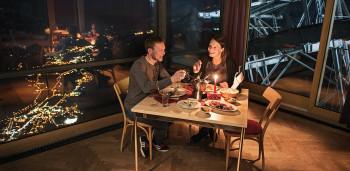 Romantisch wird es beim Dinner am Ahorn im Kunstraum.