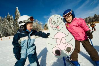 Im Junior-Ski-Zirkus macht Lernen Spaß.