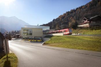 Skizzierung des neuen ÖV-Hub in Fiesch mit Bahnhof, Bus-Terminal und Talstation der neuen Gondelbahn.