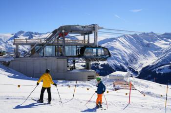 Die neue Pendelbahn bringt Wintersportler von Sedrun ins Skigebiet Disentis.
