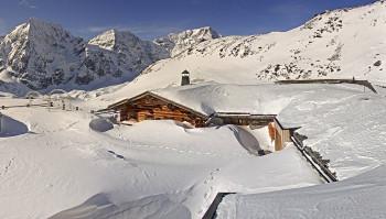 In den italienischen Skigebieten liegt heuer reichlich Naturschnee, wie hier an der Madritschhütte in Sulden.