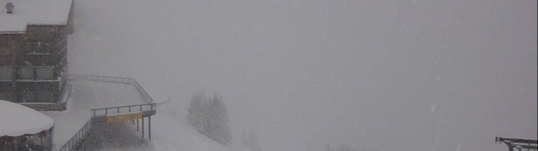 Dichtes Schneetreiben am Dienstag an der Mittelstation der Fellhornbahn bei Oberstdorf im Allgäu.