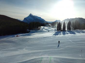 Damit im Skigebiet genug Platz ist, wie hier am Mount Norquay, werden die Ticketkapazitäten begrenzt.