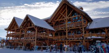 Die Restaurants und Lodges sind mit Einschränkungen und Maskenpflicht geöffnet.