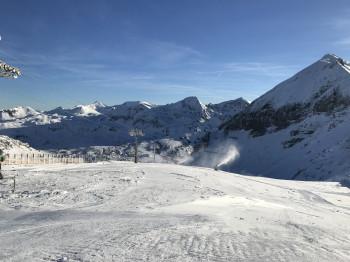 In den letzten Wochen war es im Skigebiet in Obertauern kalt genug, um zusätzlich noch Kunstschnee produzieren zu können.