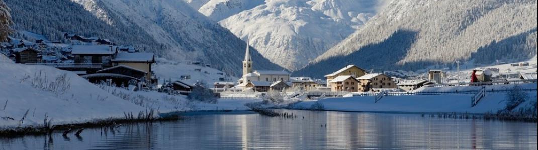Der Wintersportort Livigno liegt idyllisch an einem See direkt an der Grenze zur Schweiz.