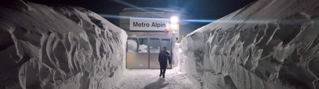 Meterhohe Schneewände: Nichts ging mehr Ende Januar im Skigebiet von Saas-Fee.