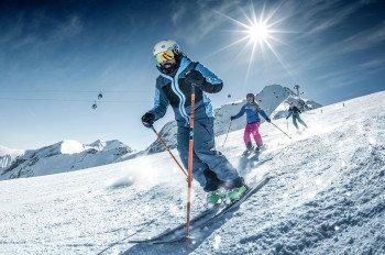 Kinder und Jugendliche fahren samstags am Kitzsteinhorn für 10 Euro Ski.