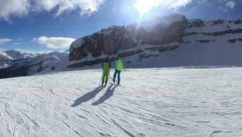 Bereits um 7.15 Uhr kann man noch bis Ostermontag am Ifen in den Skitag starten.