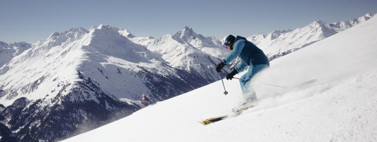 In zahlreichen Skigebieten wie z.B. Ski Arlberg erhalten Senioren satte Rabatte.