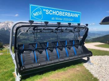 Die Sommergäste auf der Reiteralm können in einem der neuen Sessel bereits Probesitzen.