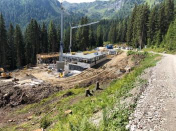 Bauarbeiten an der neuen Talstation im August 2020.