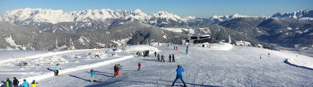 Kids quickly master their first turns on the wide pistes.