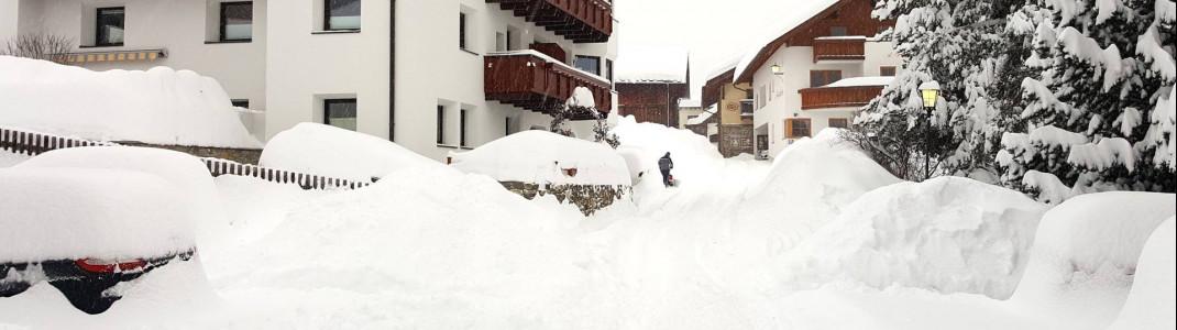 Schnee über Schnee: Kaum ein Durchkommen war für Autos im Januar unter anderem im Ortskern von Serfaus.