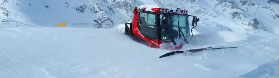 Schneechaos vor einem Jahr am Stubaier Gletscher: Fast zwei Meter Schnee fielen innerhalb einer Woche. Das Skigebiet war teilweise nicht erreichbar.