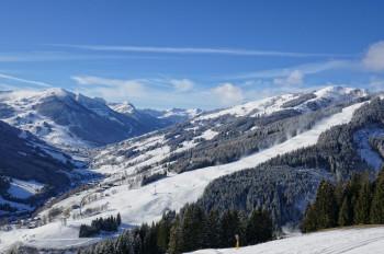 Einen Tag vor dem Saisonstart am 30.11. sind die Pisten in Saalbach bereit für die ersten Skifahrer.