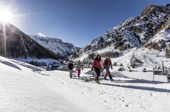 Rund um Samnaun laden herrliche Wege zum Winterwandern ein.