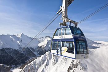 Mit der Doppelstockbahn startest du in das Skigebiet Samnaun.