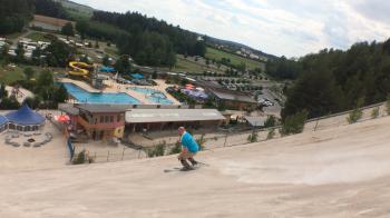 Um beim Sandskifahren Spaß zu haben, ist durchaus ein gewisses skifahrerisches Können notwendig.
