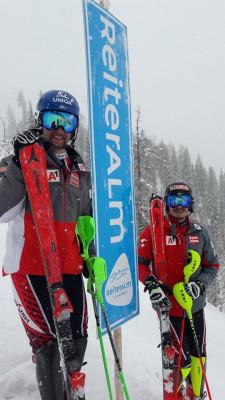Die österreichischen Slalomspezialisten mit Marco Schwarz und Manuel Feller haben am Dienstag auf der Reiteralm schon trainiert.