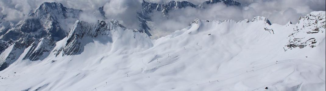 Die Skisaison ist beendet auf der Zugspitze, aber der Schnee liegt so hoch wie seit 20 Jahren nicht.