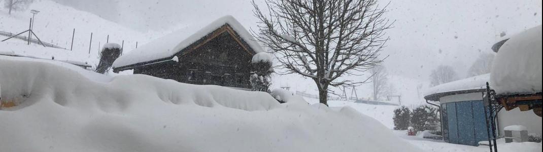 Jede Menge Neuschnee auch in Saalbach-Hinterglemm. Über 130cm sollen hier bis Sonntag noch hinzu kommen!