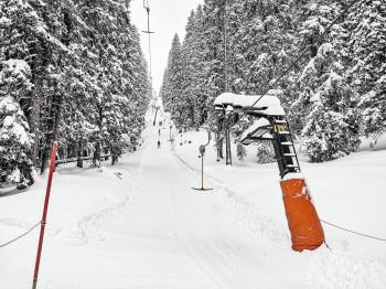 Tief verschneit öffnen immer mehr Lifte auch im Skigebiet Garmisch Classic. Bis Sonntag schneit es hier noch einmal über 90cm.