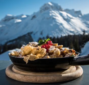 Kulinarische Highlights mit spektakulärem Ausblick erwartet Wintersportler auf der neuen Skihütte am Trittkopf.