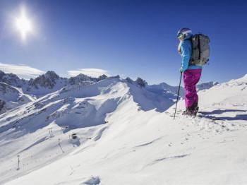 Abwechslungsreiche Pisten und traumhafte Ausblicke erwarten dich in den 13 Skigebieten im Stubaital und rund um Innsbruck.