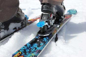 Eine Skibindung muss unbedingt korrekt auf jeden Skifahrer individuell eingestellt werden.