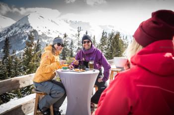 In über 60 Almen, Hütten und Bergrestaurants erwartet dich feinste alpine Kulinarik.