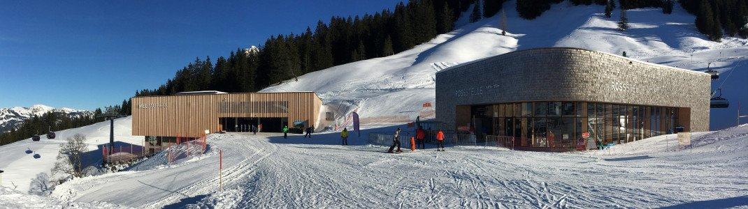 Liegen direkt nebeneinander: die Bergstation der neuen Mellau-Gondelbahn (links) und die Talstation der mit Sitzheizung und Abdeckhaube ausgestatteten 8er Sesselbahn Rossstelle.