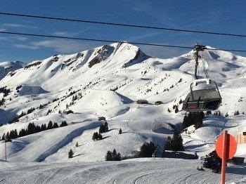 Schnee soweit das Auge reicht: Über 9 Meter Schnee fallen pro Jahr in Damüls.