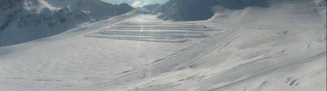 Neben den Abfahrtspisten ist am Schnalstaler Gletscher auch bereits eine Langlaufloipe präpariert worden.
