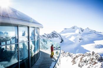 Auf dem Pitztaler Gletscher startest du bereits im Herbst ins Wintersportvergnügen