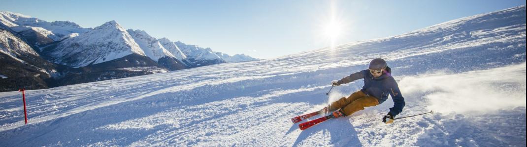 Egal auf welcher Piste du im Skigebiet Motta Naluns in Scuol unterwegs bist, nahezu überall genießt du einen herrlichen Ausblick auf die umliegende Bergwelt.