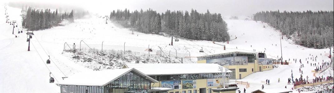 Blick auf die Talstation am Arber, den Einstieg ins Skigebiet.