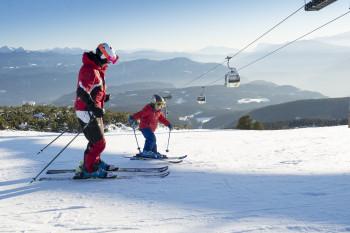Am Rittner Horn meistern Skizwerge die ersten Schwünge auf den Brettern.