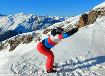 Before heading onto the mogul, be sure to warm up your knees and torso.